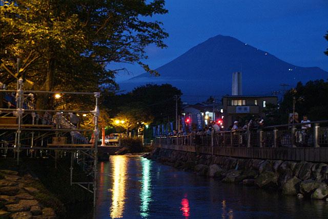 御神火まつりの富士山-3