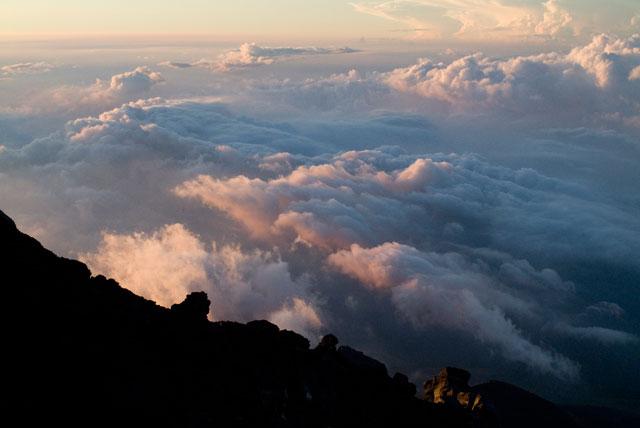 雲海に射す朝日
